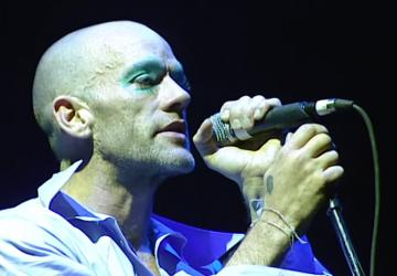 El increíble concierto de R.E.M en Glastonbury llega gratis a YouTube (y por tiempo limitado)