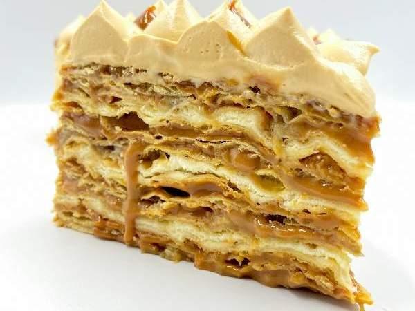 ¡Manos a la masa! Receta de torta  de hojarasca con manjar, plátano y chantillí