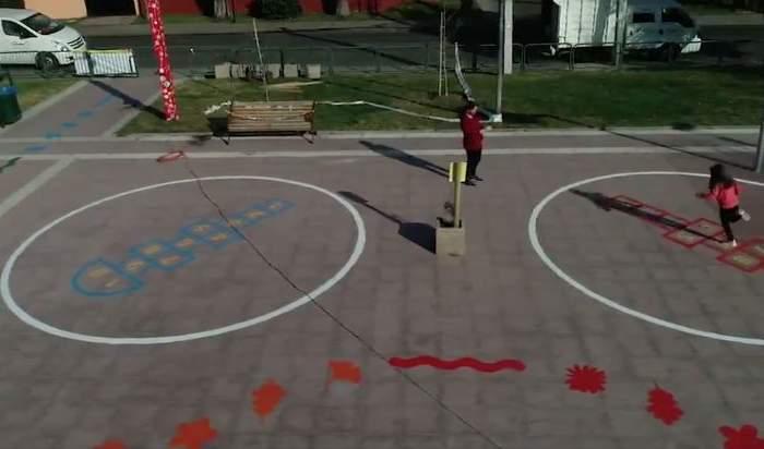 Plaza de Las Condes inaugura juegos con distancia física