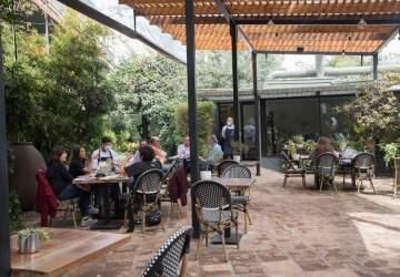Áurea Restaurante: la nueva terraza en medio de un jardín escondido