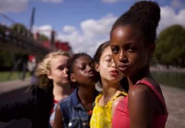 Guapis: un drama francés sobre el crecimiento que va más allá de la polémica