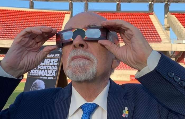 José Maza dará interesante charla gratuita sobre el eclipse solar de diciembre