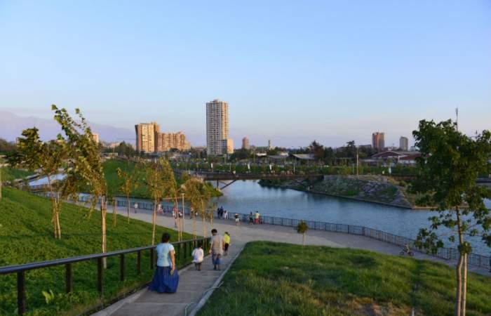 12 parques abiertos para hacer ejercicios y tomar aire fresco en Santiago
