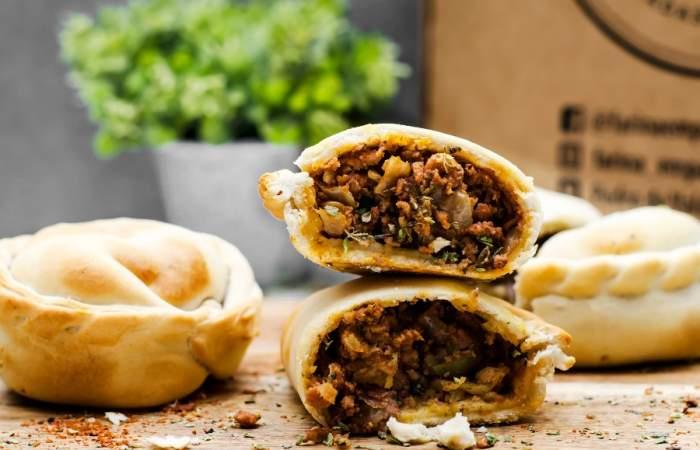 Farina: las empanadas argentinas con rellenos de pizza y cheesburger