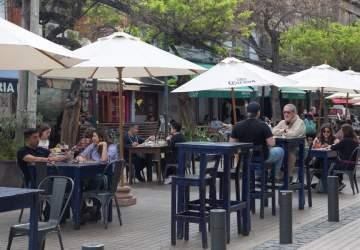 Solo con Pase de Movilidad dentro de los locales: así funcionarán los restaurantes y bares con los cambios al Plan Paso a Paso