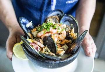 El Mercado Tirso de Molina vuelve con sus picadas de cocina popular a buen precio