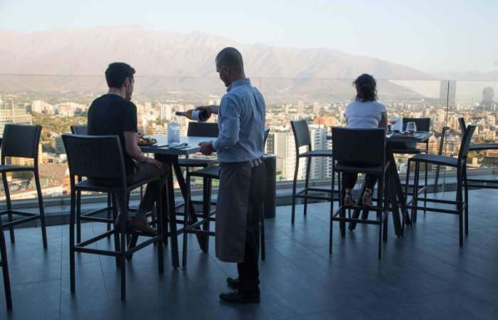 Luna Bar, la escondida terraza del Costanera Center con cocteles de autor y tapas