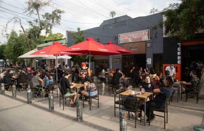 El Bar de René se luce con terrazas perfectas para tomar una buena piscola