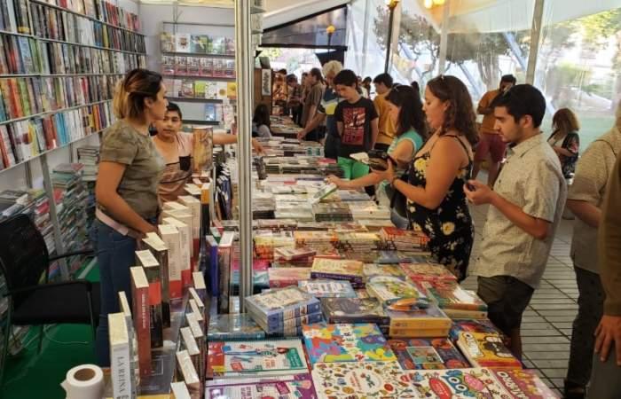 La Feria del Libro de Ñuñoa vuelve a la plaza en modo presencial