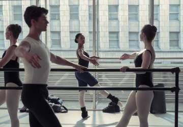 Tiny pretty things: la apuesta juvenil de Netflix donde el ballet se une al drama y el suspenso