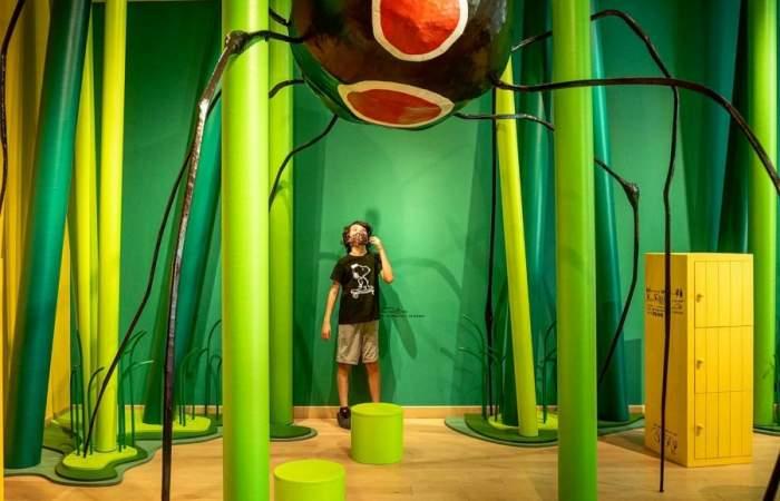 El mágico y colorido bosque bajo La Moneda donde los niños y niñas juegan y aprenden
