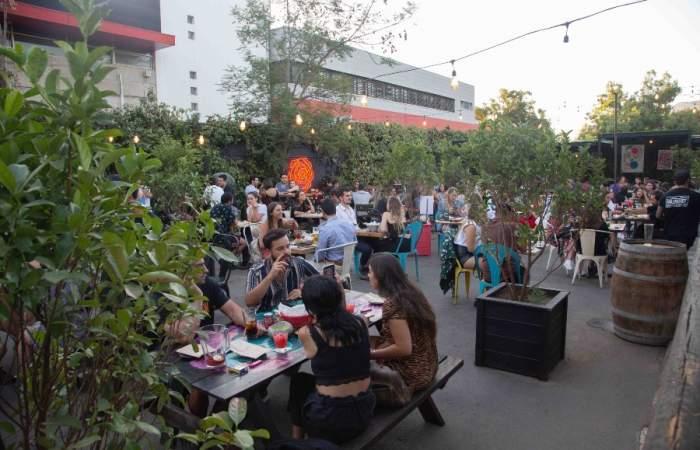 Jardín Mallinkrodt, la ondera terraza con cocteles en jarra que llegó a Las Condes