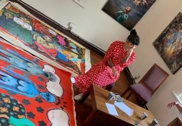 Así será la primera exposición de pinturas de Mon Laferte en Chile
