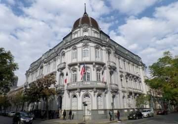 Viaja en el tiempo recorriendo el espectacular y nostálgico Palacio Larraín