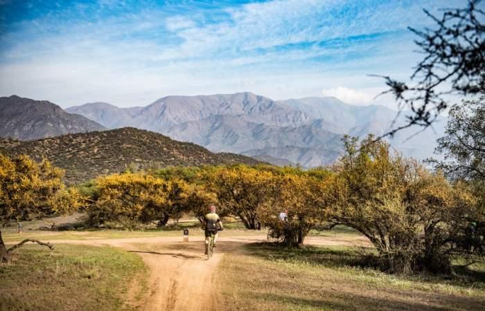 Las clases gratuitas de trekking, running o mountain bike que se hacen en parques santiaguinos