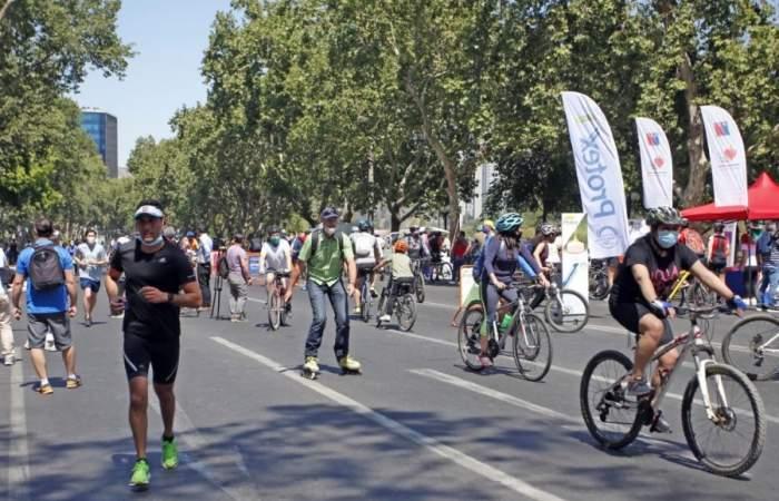 Barrio Lastarria cierra sus calles para hacer deportes en la franja horaria Elige Vivir Sano