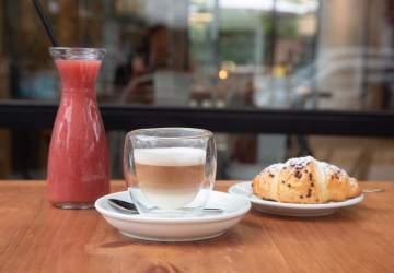 Los nuevos cafés para conocer en Santiago y donde puedes partir el día con energía