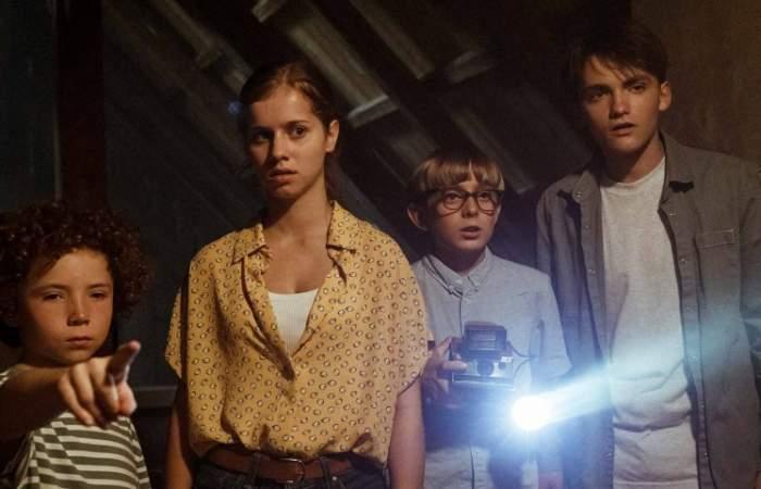 Paredes siniestras: la película de terror adolescente que junta a Stranger things, Dark y Scooby Doo