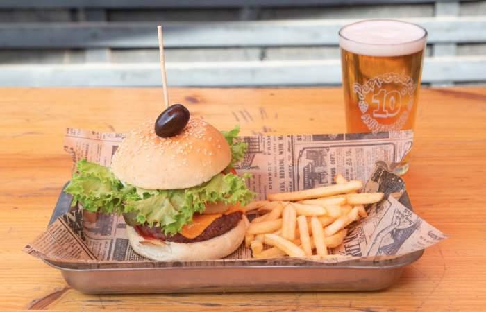Pepperland, el bar cervecero, vegetariano y rockero con nueva sede en Manuel Montt
