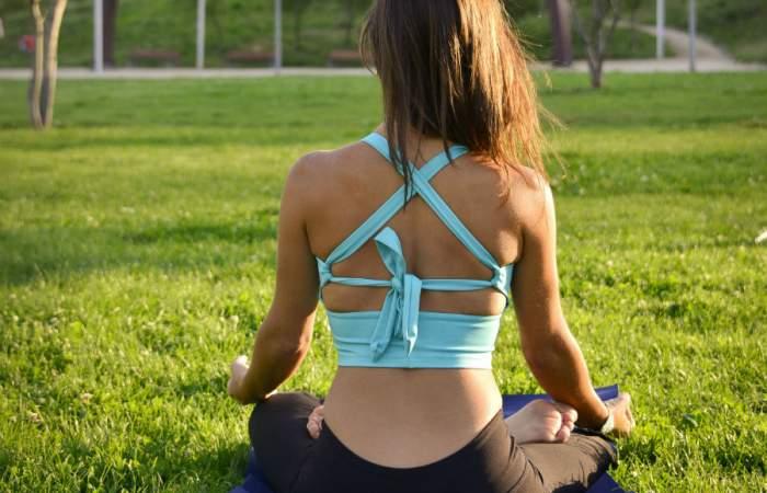 Festeja el Día del Yoga con asanas y charlas virtuales y gratis