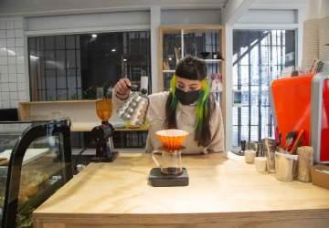 Área: el nuevo café de especialidad con corazón veggie del centro de Santiago