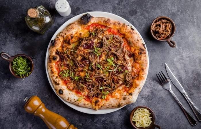 Casa Albba: las imperdibles pizzas en horno de leña a 35 minutos de Santiago