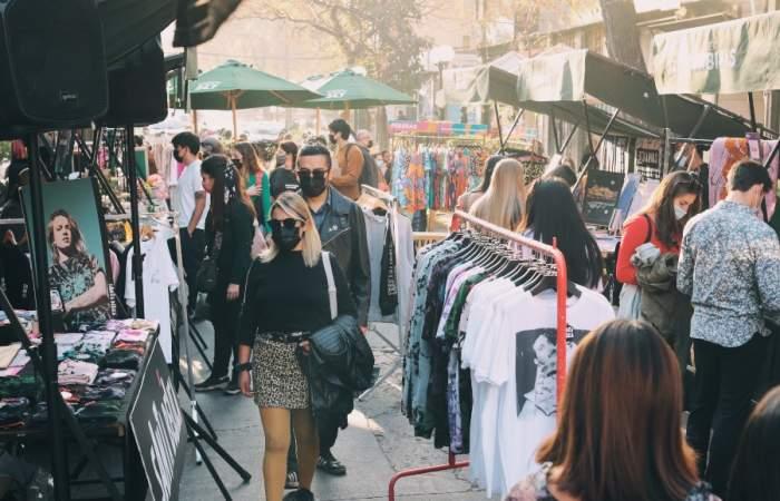 La Feria Las Urbinas se toma la calle con diseño local y terrazas sabrosas