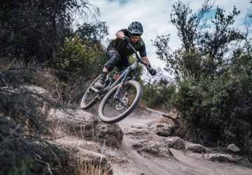 La nueva pista de mountain bike del cerro Manquehue promete adrenalina y vistas únicas de Santiago