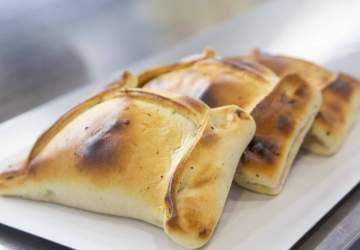 11 insuperables empanadas de pino en Santiago que son un mordisco al patrimonio gastronómico chileno