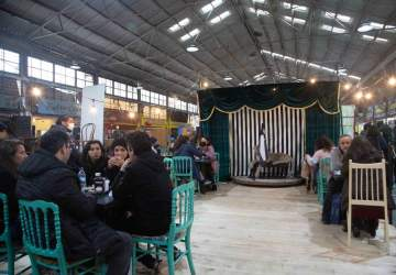 Panny Circo: el café que sorprende con una carpa circense en el Persa Bio Bío