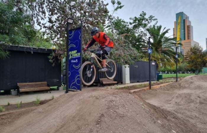 El Parque Araucano luce un renovado pump track para ciclistas de todas las edades